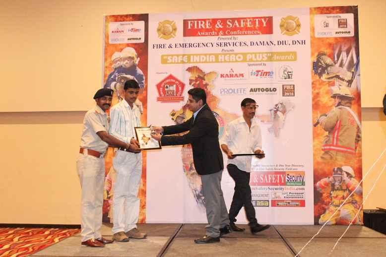safe india hero plus awards daman diu dnh 2016fire magazine safety magazine security. Black Bedroom Furniture Sets. Home Design Ideas